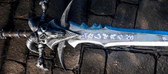 Frostmourne-sword-cosplay-replica.png